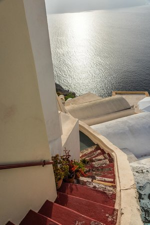 Old Oia Houses: Steps down to our apartment.