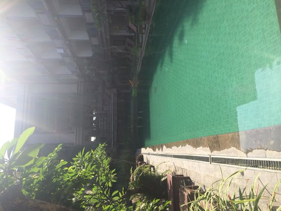 Champlung Mas Hotel: The middle pool, the pool the rooms face into