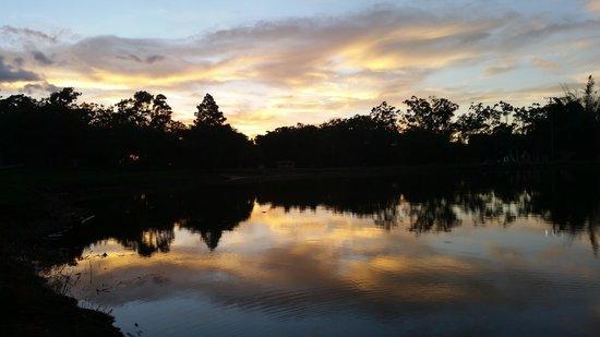 Parque La Sabana: Atardecer Lago Sabana