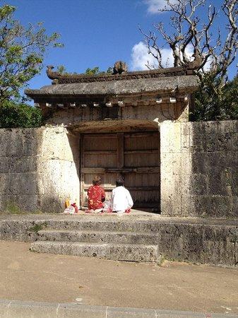 Sonohyan Utaki Stone Gate: 園比屋武御嶽石門 Special thanks