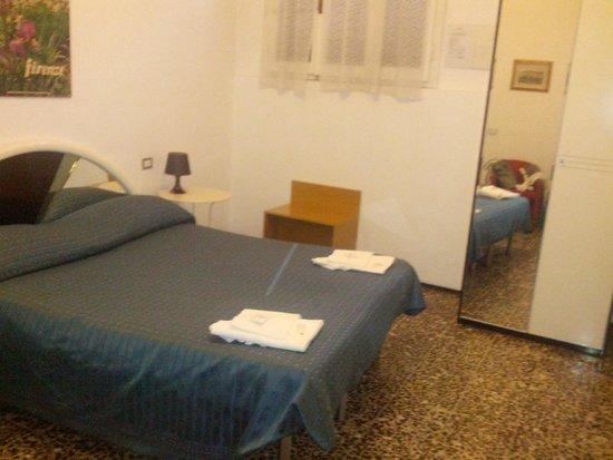 Hotel Ferretti: Camera