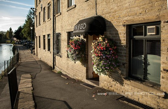Prego Italian Cafe Bar & Restaurant: Outside Prego Italian Waterfront Restaurant in Brighouse