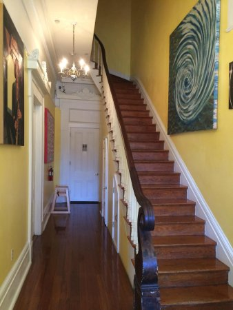 Creole Gardens Guesthouse Bed & Breakfast: Stairs