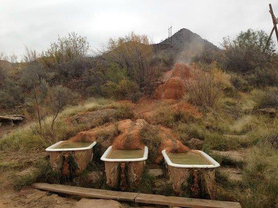 Monroe, UT: Three soaking tubs