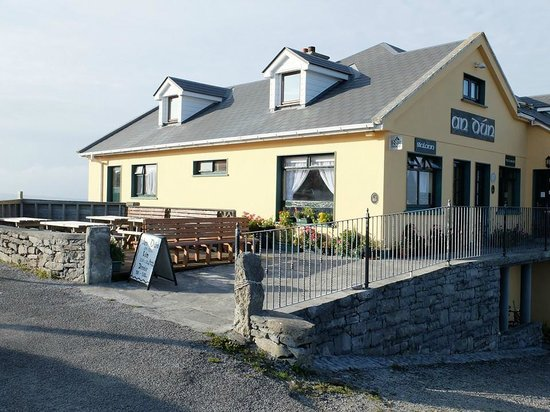 An Dún Bed & Breakfast and Restaurant: Outside of B&B