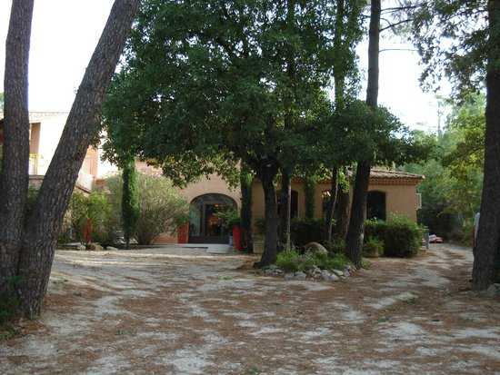 Hotel Des Pins: Hotel sous les pins