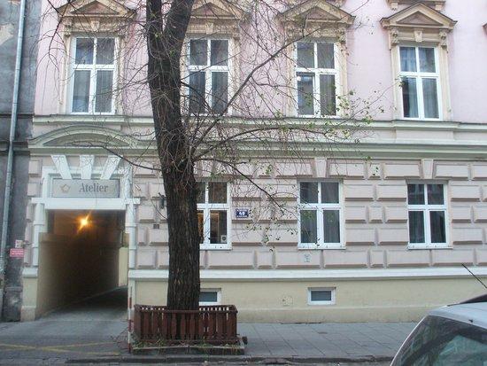 Atelier Aparthotel : front of hotel