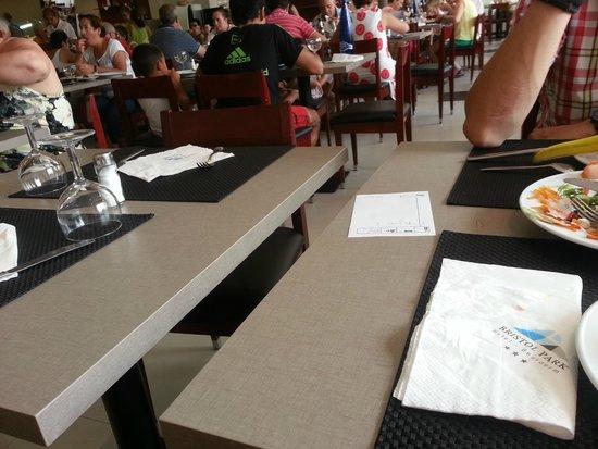 Bristol Park Hotel: separación de las mesas en el comedor