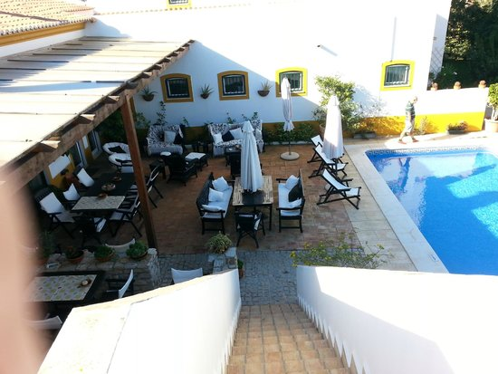Casa de Cacela : Uitzicht op het terras en zwembad vanaf het zonnedek