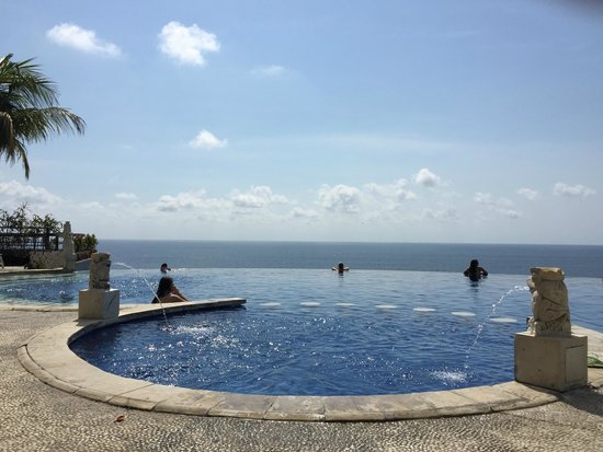 Blue Point Bay Villas & Spa: Pool