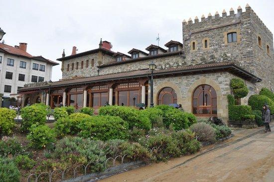 Hotel Karlos Arguinano: Terraza trasera del hotel con vistas a la playa de Zarautz