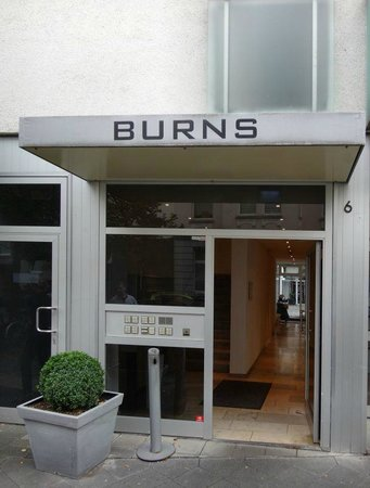 BURNS Art & Culture: entrance