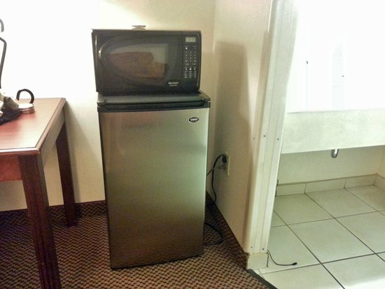 Baymont Inn & Suites Tucson Airport: Appliances