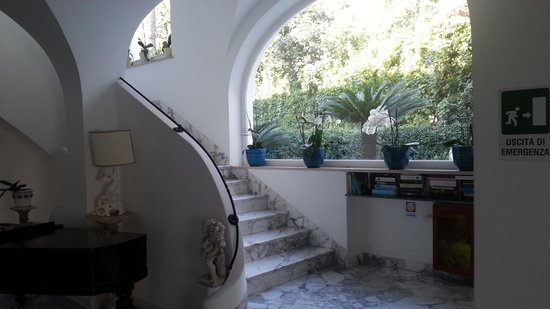 Hotel Villa Sanfelice: scala ingresso interna