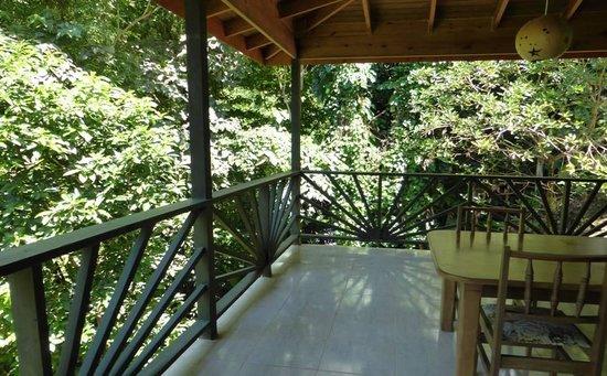 Sunshine Cottage: the veranda