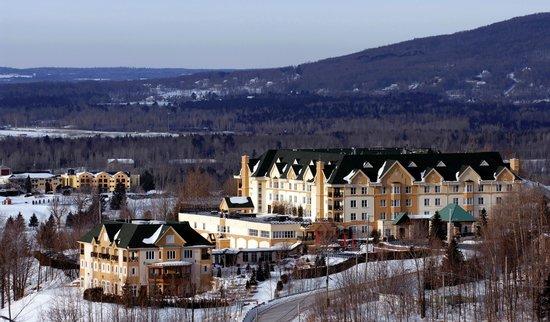 Hotel Chateau-Bromont: Le Chateau l'hiver