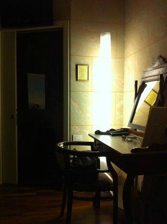 Albergo San Martino: Un angolo della stanza Aldo il Campanaro
