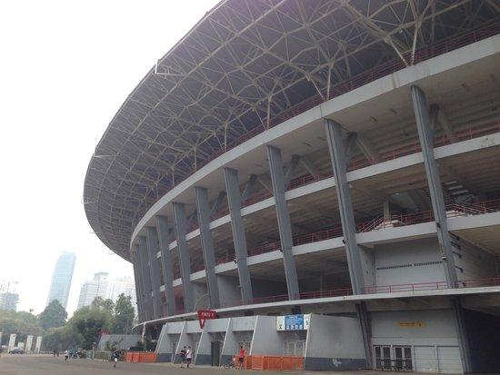 Gelora Bung Karno Stadium: 中央のスタジアム