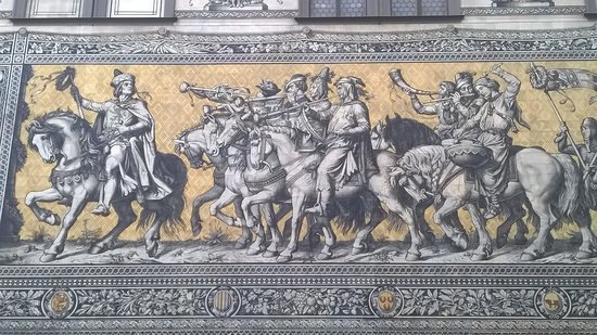 art'otel dresden: Procession of princes
