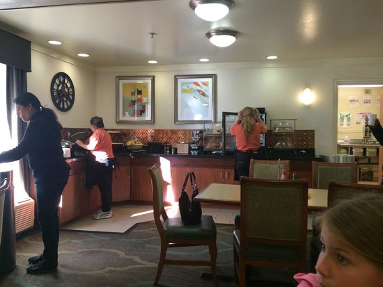 Baymont Inn and Suites Flagstaff: Breakfast area