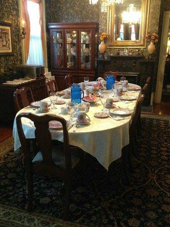 Roussell's Garden : dinning room