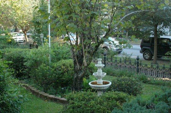 Roussell's Garden : garden