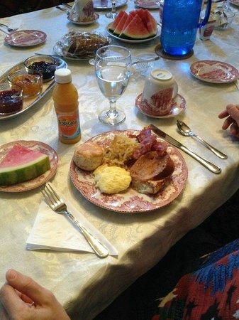 Roussell's Garden : breakfast