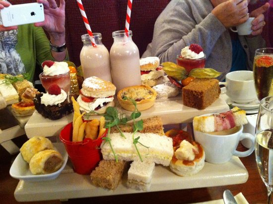 The Grapes: Yummy afternoon tea!