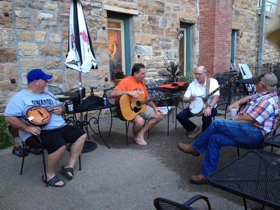 Hotel Eklund Restaurant: A little sing along