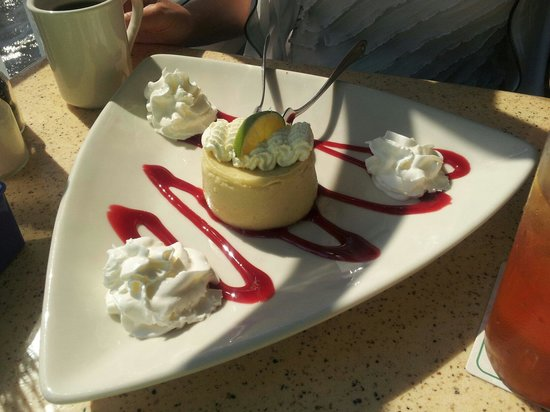 Mulligan's Beach House Bar & Grill: Key Lime Pie for dessert