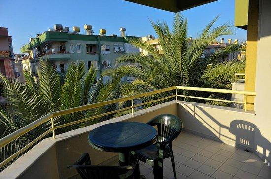 Sifalar Apart Hotel: Balcony.