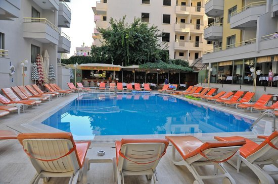 Sifalar Apart Hotel: Pool & pool bar area.