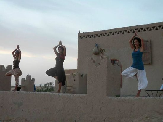 Fes-Boulemane Region, Μαρόκο: yoga in the desert