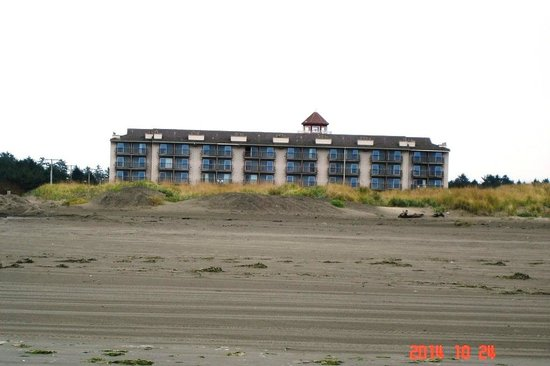 BEST WESTERN Lighthouse Suites Inn: View from the beach -- just 5 minute walk