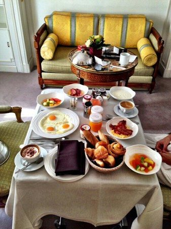 Majestic Hotel Spa Paris: Breakfast in the room :)) mmmm yummy ��