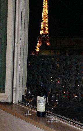 La Reserve Apartments Paris: Wine with a View!!
