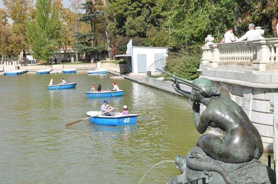 Las barcas fotograf a de parque del retiro madrid for Parque del retiro barcas