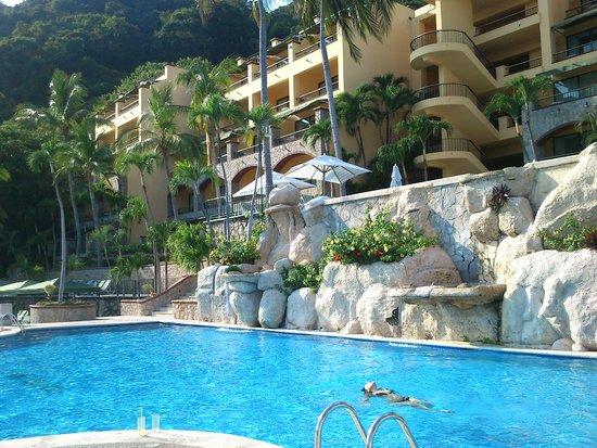 Camino Real Acapulco Diamante: vista del hotel desde alberca