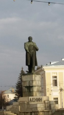 ‪Statue of Lenin‬