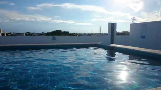 Los Itzaes Hotel : Piscine
