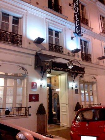 Grand Hotel Amelot: Façade coté Rue Amelot