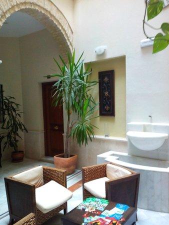 La Casa del Pozo Santo: Reception area