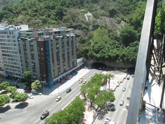 Augusto's Rio Copa Hotel: View of the tunnel to Rio Sul Shopping senter from the hotel rooftop