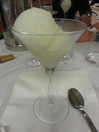 CIT Hotel Britannia: Sorbet de limão no menu do restaurante do hotel