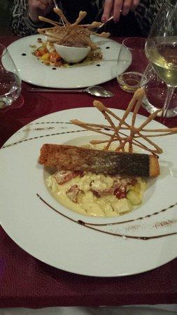 Le Carre Restaurant : Saumon devant et cabillaud derrière. Magnifique présentation