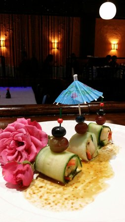 Sushi Den: Scallops cucumber wrap