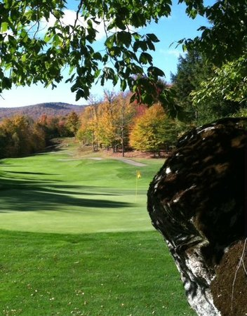 Green Mountain National Golf Course : 2014 was an amazing foliage season. Hole #16 at alomost peak.