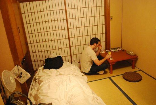 J-Hoppers Hida Takayama Guest House : quarto privado tradicional