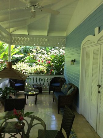 Playa Negra Guesthouse: Blue cottage terrace
