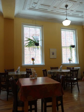 Main Street Cafe & Catering: Back seating area